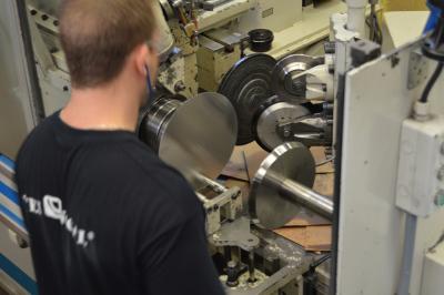 Repulsado, entallado metálico, metal spinning, repousagge